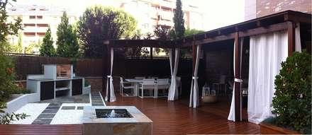 Pérgolas de madera: Jardines de estilo moderno de La Patioteca