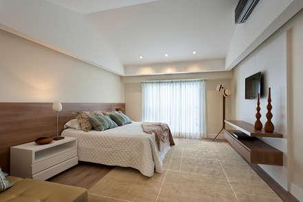 Apartamento De Verão : Quartos  por Renata Basques Arquitetura e Design de Interiores