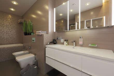 Минималистичный дом для дружной семьи: Ванные комнаты в . Автор – Дизайн бюро Оксаны Моссур