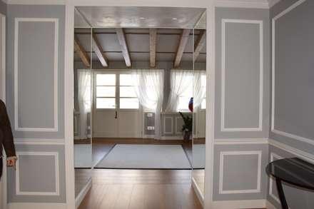Ingresso: Ingresso & Corridoio in stile  di Studio Feiffer & Raimondi