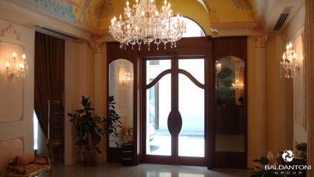 Realizzazione Hotel Alba, Pescara: Finestre in stile  di Baldantoni Group