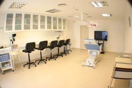 Clínica Estética: Clínicas y consultorios médicos de estilo  por id:arq