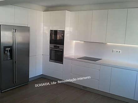 Cozinha branca: Cozinhas modernas por DCASAIDA