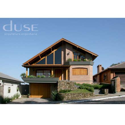Residencia Unifamiliar: Casas rústicas por duse arquitetura.engenharia