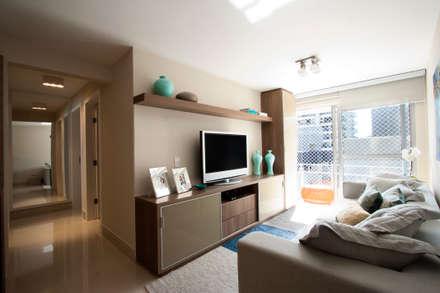 Sala: Salas de estar modernas por Katalin Stammer Arquitetura e Design