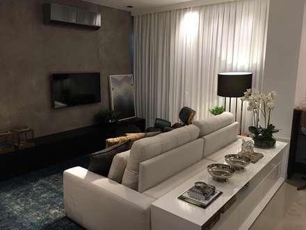 Projeto de arquitetura e interiores para área social - Clientes N&D: Salas de estar minimalistas por Daniela Viana e Lilian Maravai Arquitetura