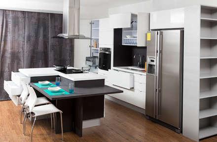 Combinando Ambientes.: Cocinas de estilo moderno por TRES52 - Mobiliario