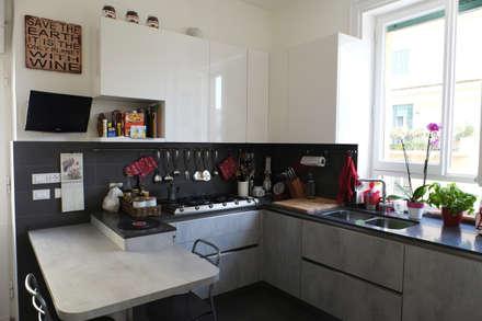 Casa PF: Cucina in stile in stile Moderno di Studio Guerra