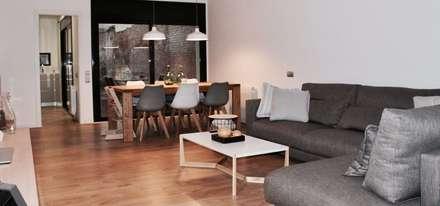 sofa comedor: Salones de estilo minimalista de SMMARQUITECTURA