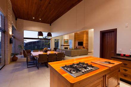 Nhà bếp by Patricia Abreu arquitetura e design de interiores