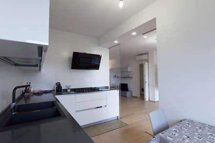 Casa privata a Milano: Cucina in stile in stile Moderno di Laura Galli Architetto
