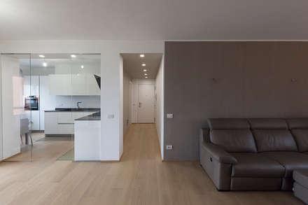 Casa privata a Milano: Soggiorno in stile in stile Moderno di Laura Galli Architetto