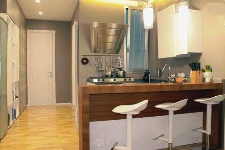 Appartamento: Cucina in stile in stile Classico di Architetto Valentina Longo