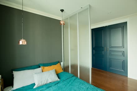 따뜻한 공기가 스며드는 모던빈티지 하우스: (주)바오미다의  침실