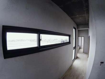 別墅施作中-記錄:  窗戶與門 by 光島室內設計