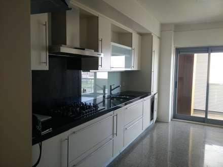 Apartamento Em Telheiras   Lisboa: Cozinhas Modernas Por MUDA Home Design