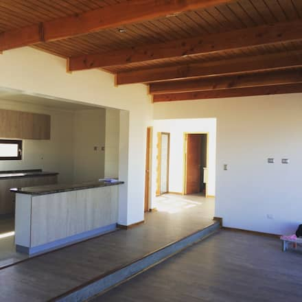 vista interior living: Comedores de estilo mediterraneo por Vinci studio
