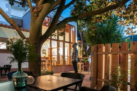 Reforma de local para tapería. Noite tapas e petiscos: Bares y Clubs de estilo  de Estudio de Arquitectura Sra.Farnsworth