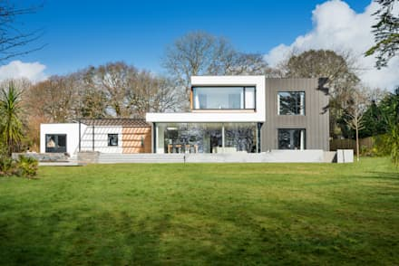 White Oaks Exterior - Rear Elevation: modern Houses by Barc Architects