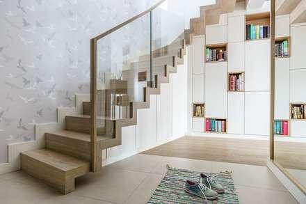 family spot - realizacja: styl , w kategorii Korytarz, przedpokój i schody zaprojektowany przez Saje Architekci Joanna Morkowska-Saj
