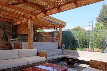 CASA RQ. : Jardines de estilo rústico por ESTUDIO BASE ARQUITECTOS