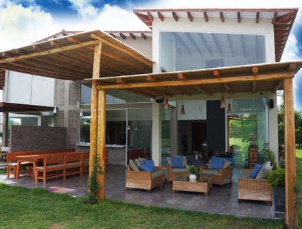 Una CASA DE CAMPO para soñar: Terrazas de estilo  por malu goni