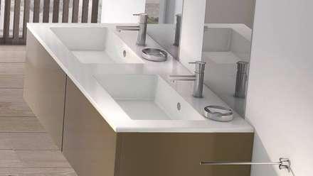 Torneiras S22: Casas de banho modernas por Water Evolution