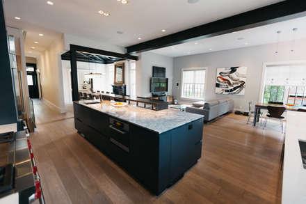 BEDFORD RESIDENCE: modern Kitchen by FLUID LIVING STUDIO
