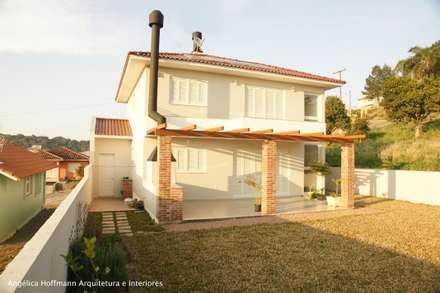 Ponte Seca: Casas modernas por Angélica Hoffmann Arquitetura e Interiores