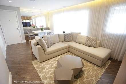 Exuberance Butantã: Salas de estar modernas por Angélica Hoffmann Arquitetura e Interiores