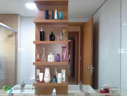 Apartamento contemporâneo: Banheiros modernos por Camarina Studio