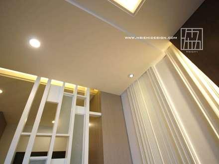 牆面線板拼貼:  牆壁與地板 by 協億室內設計有限公司