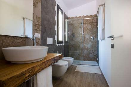BAGNO: Bagno in stile in stile Moderno di BAABdesign