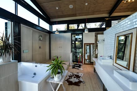 TREE HOUSE: industrial Bathroom by Studious Architects