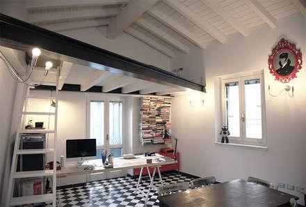 Living - Casa H: Studio in stile in stile Eclettico di L. Samuele Rubagotti Architetto