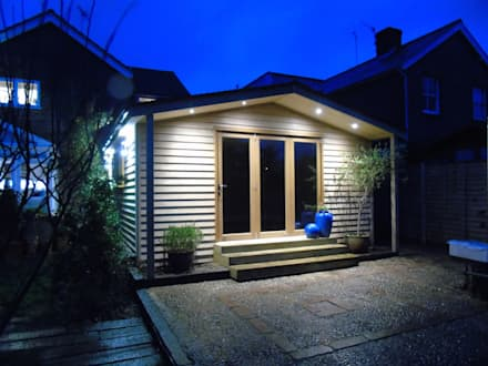 Pitched Roof Garden Office with Storage: rustic Study/office by Miniature Manors Ltd