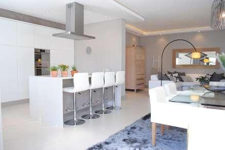 Dining room and kitchen: modern Kitchen by Salomé Knijnenburg Interiors