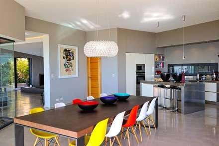 Création Maison: Salle à manger de style de style Méditerranéen par Atelier Jean GOUZY
