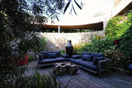 Création Maison / Porto-Vecchio : Jardin d'hiver de style  par Atelier Jean GOUZY