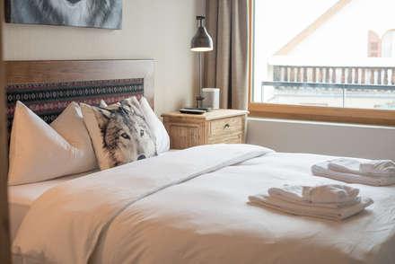 Alpine Interiors 2: rustic Bedroom by FVDB Photography