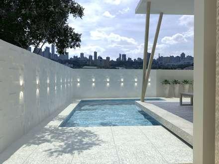 Piscina: Piscinas modernas por Larissa Vinagre Arquitetura