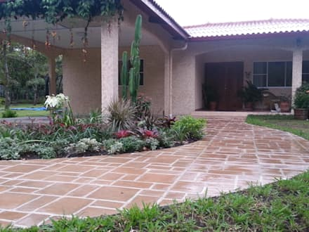 COUNTRY HOME - EL VALLE, PANAMA: country Garden by TARTE LANDSCAPES