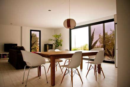 MENTA HOUSE: Comedores de estilo moderno por james&mau
