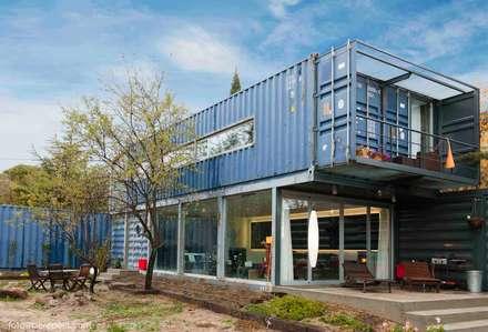TIEMBLO HOUSE: Casas de estilo industrial por james&mau