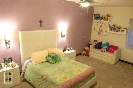 minimalistic Nursery/kid's room by Arq. Beatriz Gómez G.