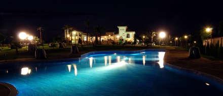 Vista desde la piscina de la hípica: Pasillos y vestíbulos de estilo  de Vidal Molina Arquitectos