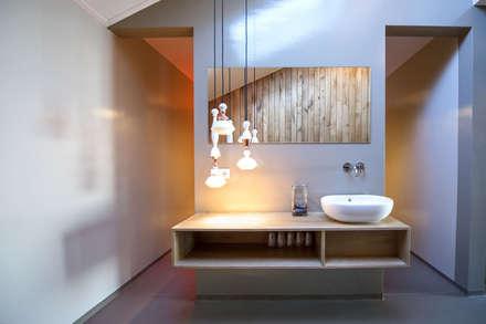kleedruimte: moderne Spa door Heeren 3 Architecten