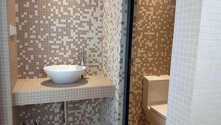 casa de banho: Casas de banho minimalistas por Emprofeira - empresa de projectos da Feira, Lda.