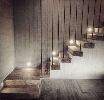 Casa Cantagua: Pasillos, hall y escaleras de estilo  por F+F Arquitectos
