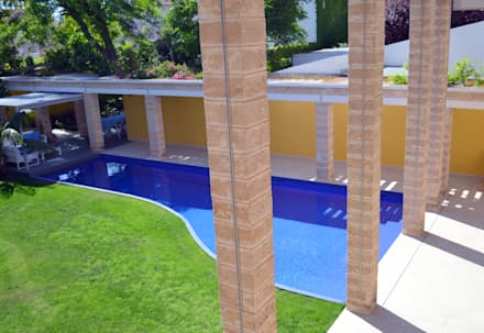 """""""Ca Nostra"""" single family house and swimming pool: mediterranean Houses by Tono Vila Architecture & Design"""